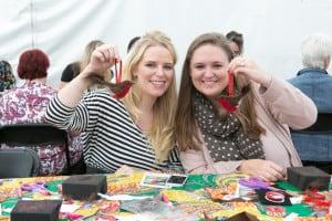Handmade Christmas Fair - Kirstie Allsopp and Mollie Makes  make a Christmas robin decoration