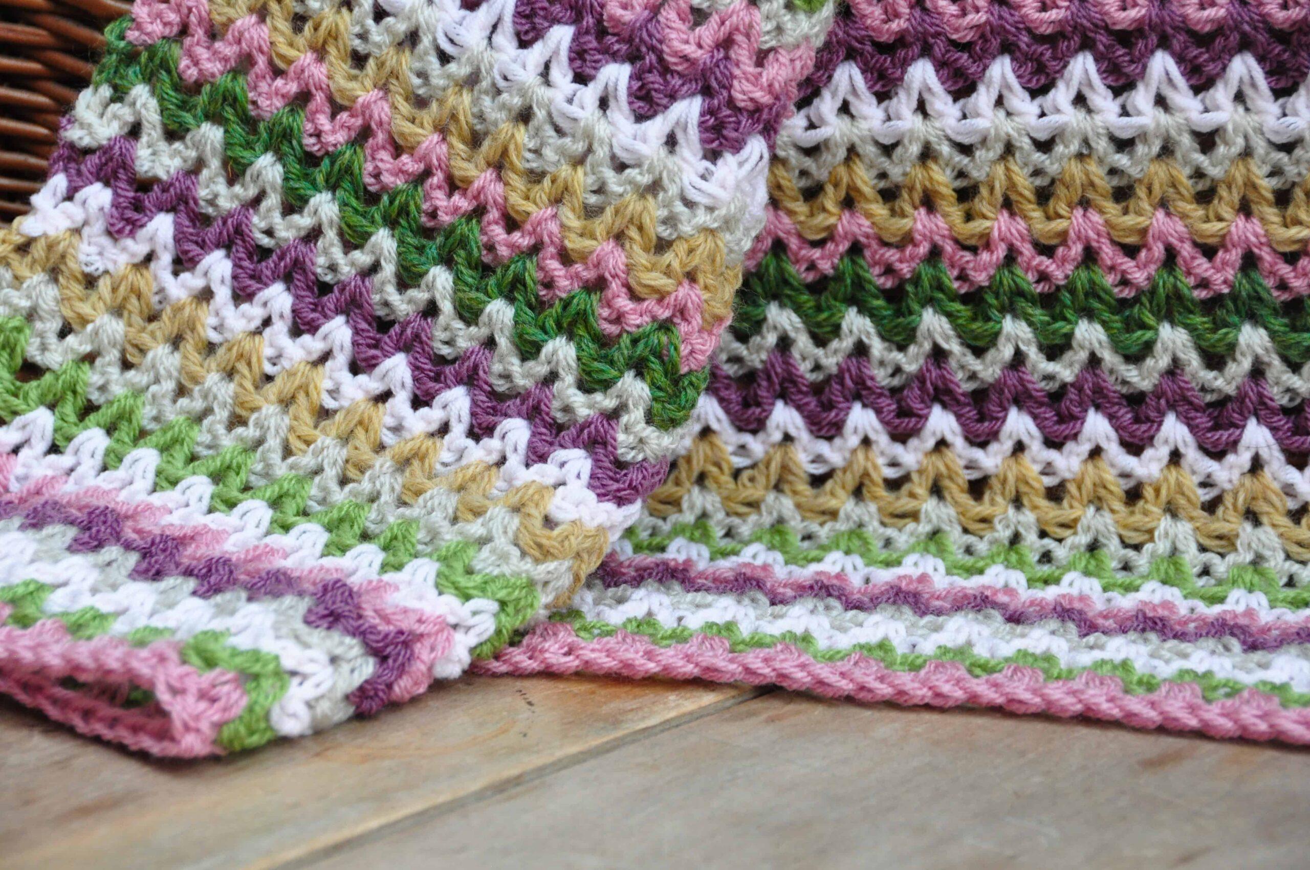 Free V Stitch crochet pattern from HanJan Crochet Hannah Cross