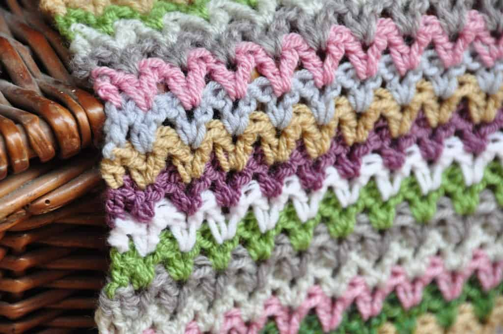 learn to crochet the V stitch crochet blanket with this free crochet pattern