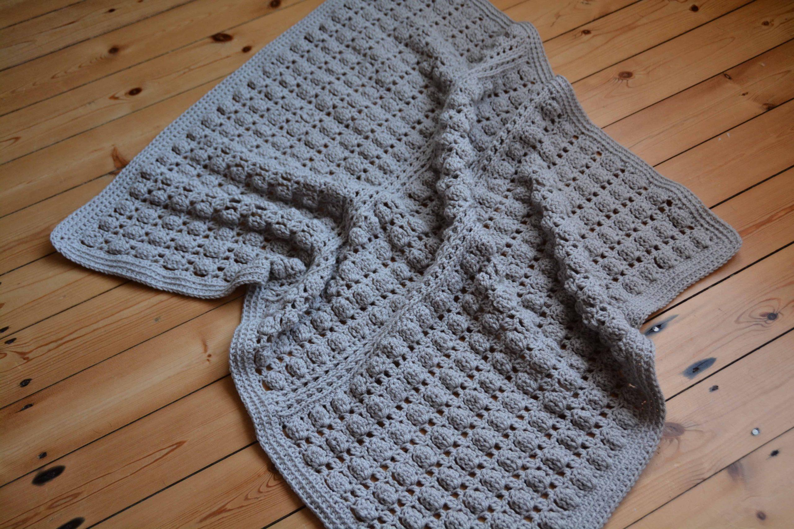 free crochet pattern by Hannah Cross HanJan Crochet, Oyster Shell crochet baby blanket. Learn to cluster stitch in crochet.