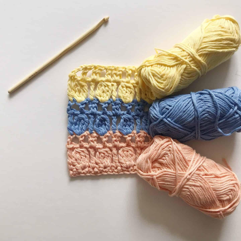 learn to crochet the cluster stitch. How to crochet the cluster stitch. Free crochet pattern The Oyster Shell Blanket by Hannah Cross HanJan Crochet.