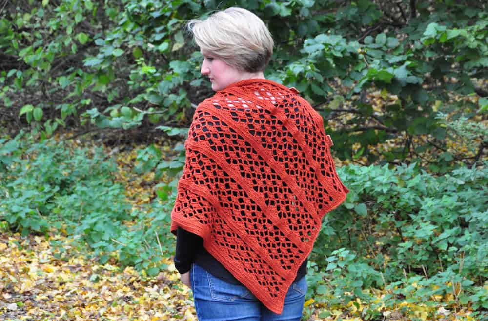 the picante wrap free crochet pattern by HanJan Crochet Hannah Cross, easy wearable crochet pattern, crochet shawl, crochet poncho, fall crochet wrap, free crochet poncho pattern