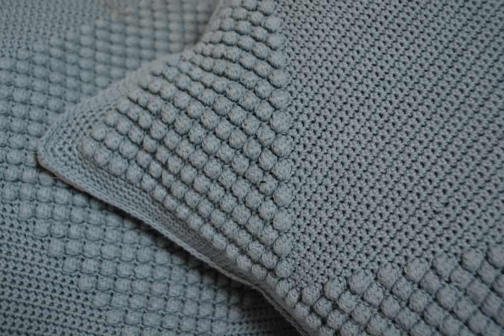 crochet bobble stitch cushion corner