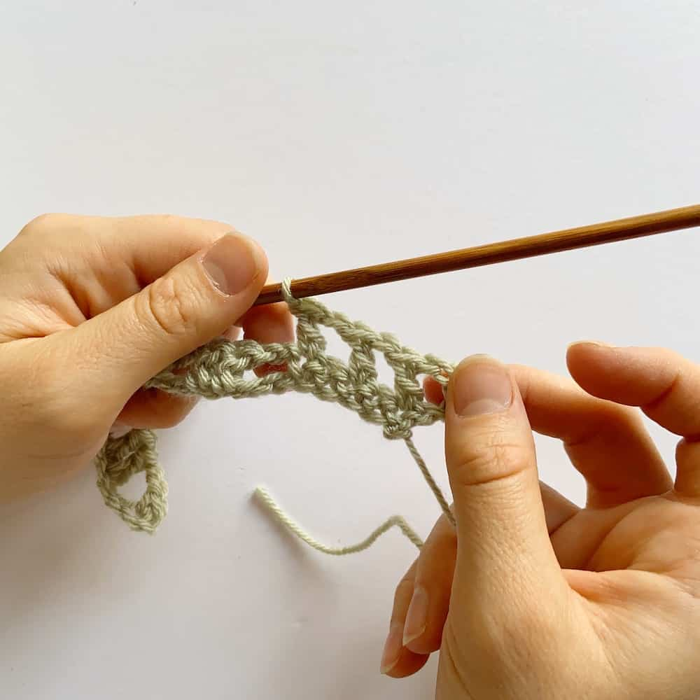 Learn to crochet this beautiful Lacy Wave crochet stitch with Hannah Cross of HanJan Crochet. Learn with step by step images and pattern to create a delicate and light lace crochet stitch.