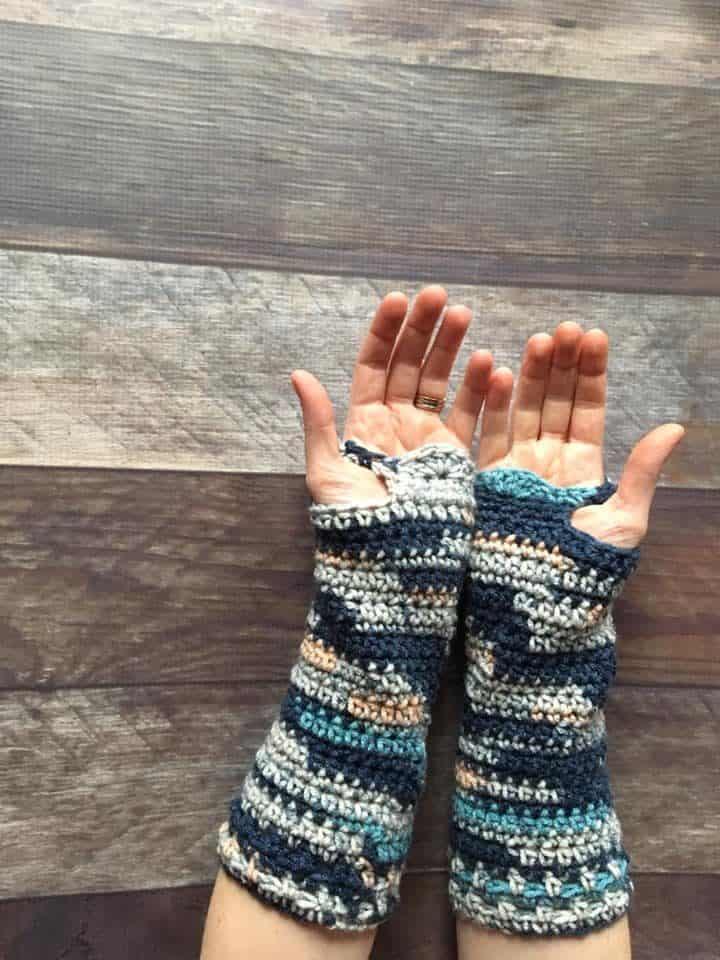 SBC 3 Forabelle Fingerless Gloves rotated