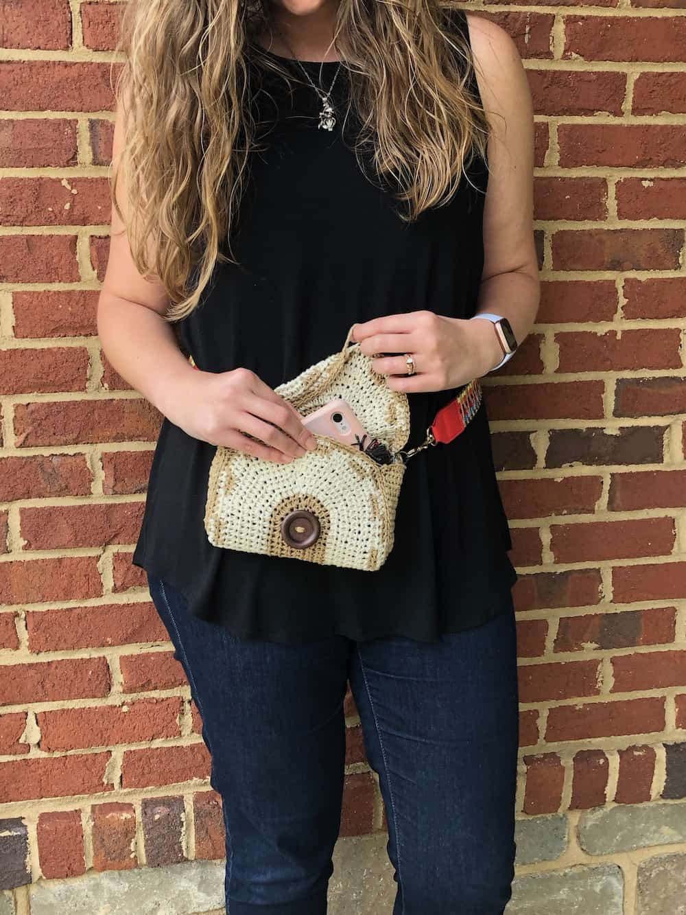Boho belt bag, a free crochet bag pattern.