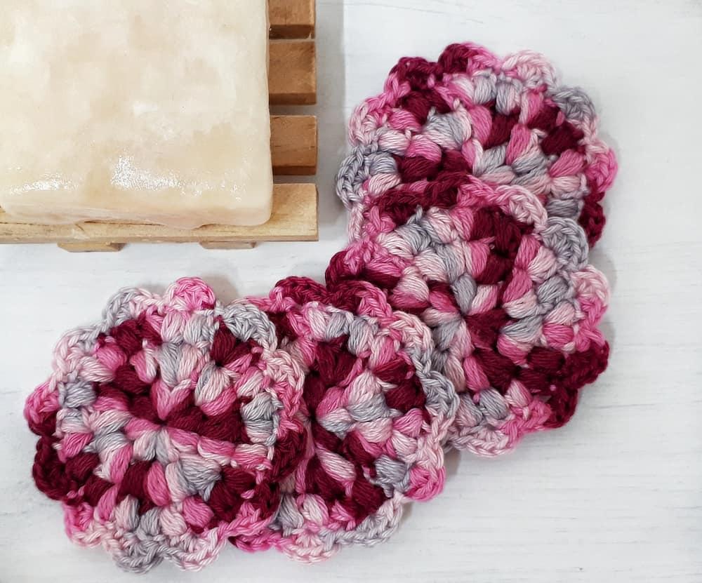 flower face scrubbies, a free crochet pattern