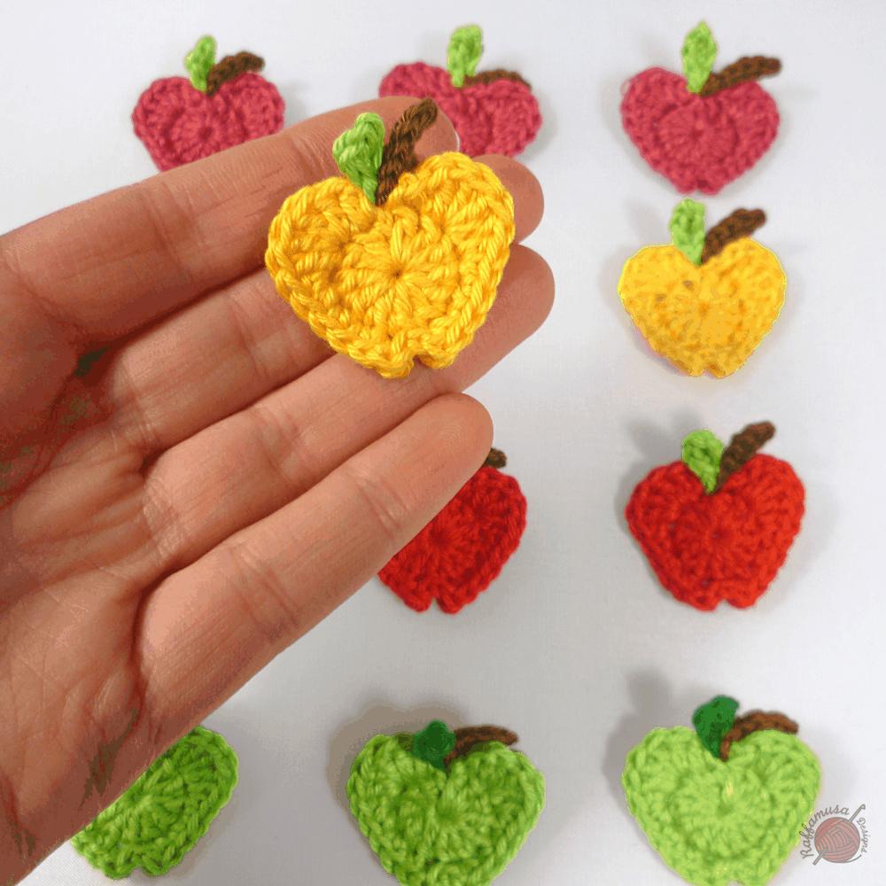 crochet apple appliqué, a free crochet pattern