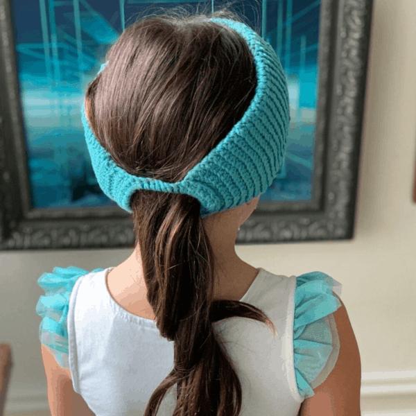 girl with ponytail wearing blue crochet headband
