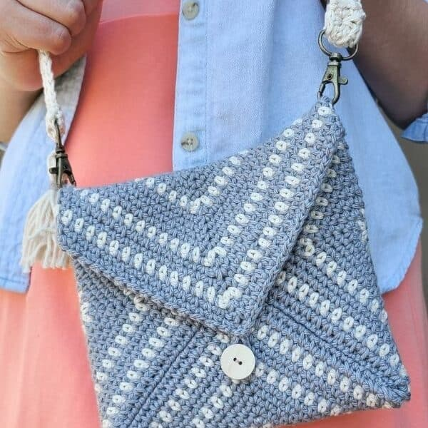 cute crochet clutch bag pattern
