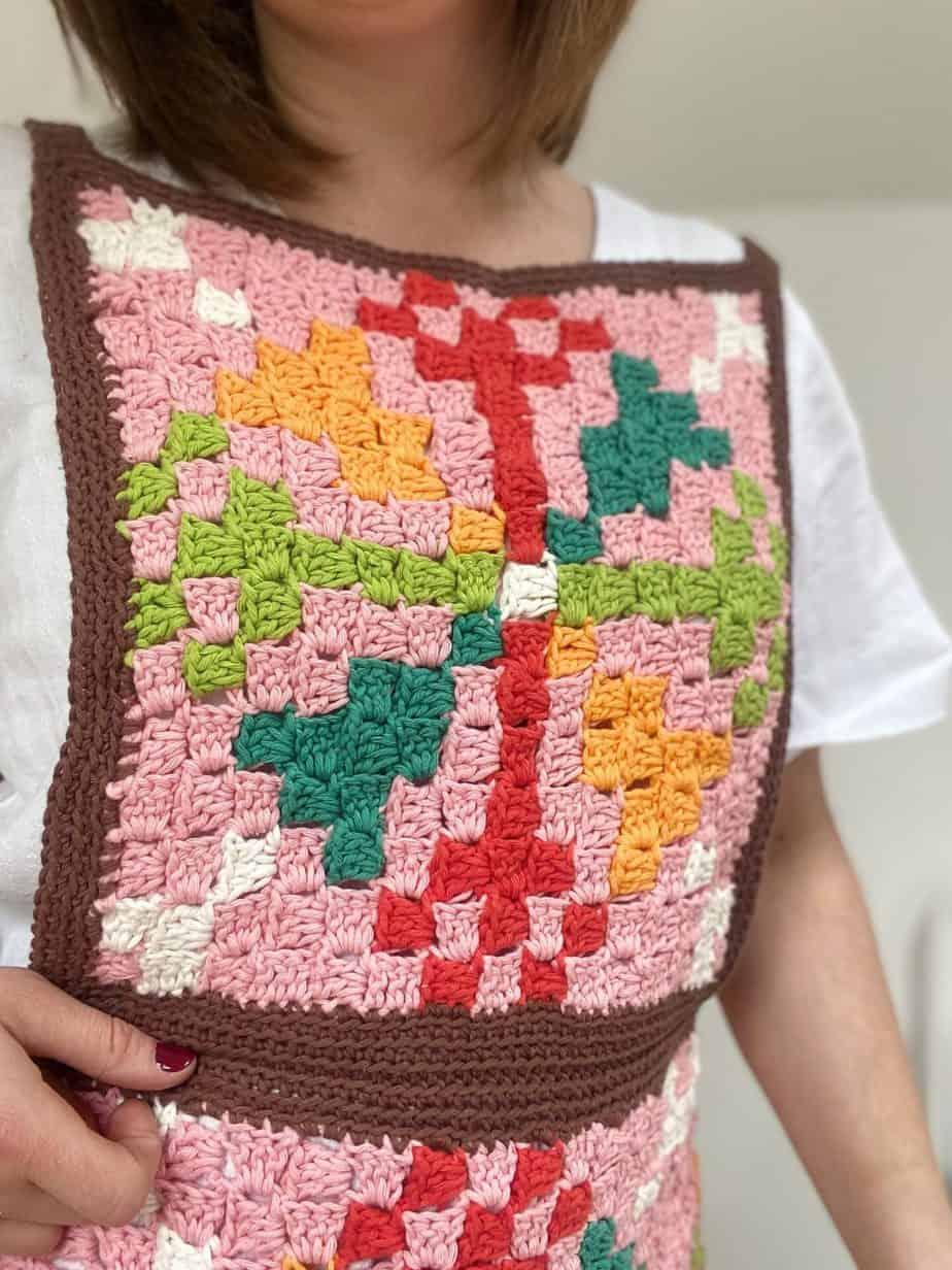 close up of retro c2c crochet apron top panel