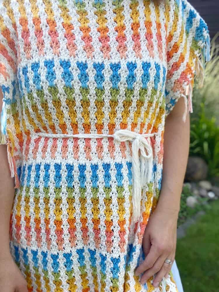 close up of double crochet moss stitch in summer poncho pattern