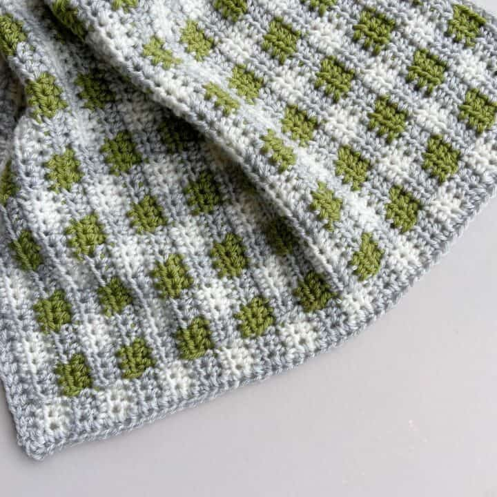 Paragon plaid crochet blanket pattern in green, white and grey