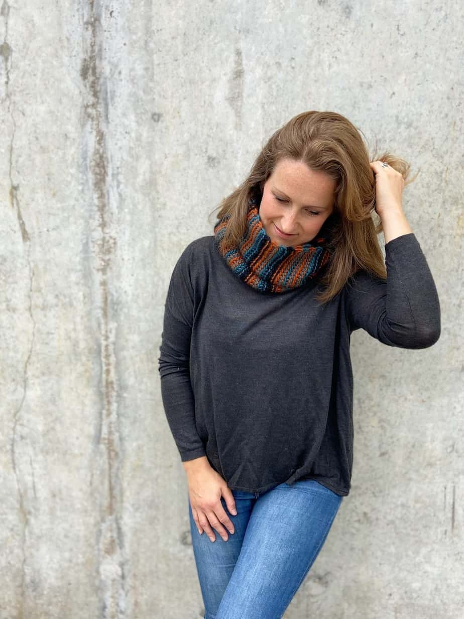 beginner chunky crochet cowl pattern worn on woman in jeans and jumper